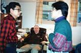 Robert De Armond氏(中央)と谷有二・真人親子