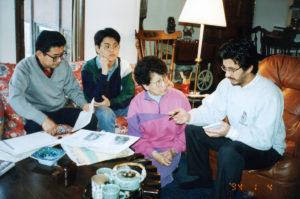 シルビア・小林氏(右から2人目)